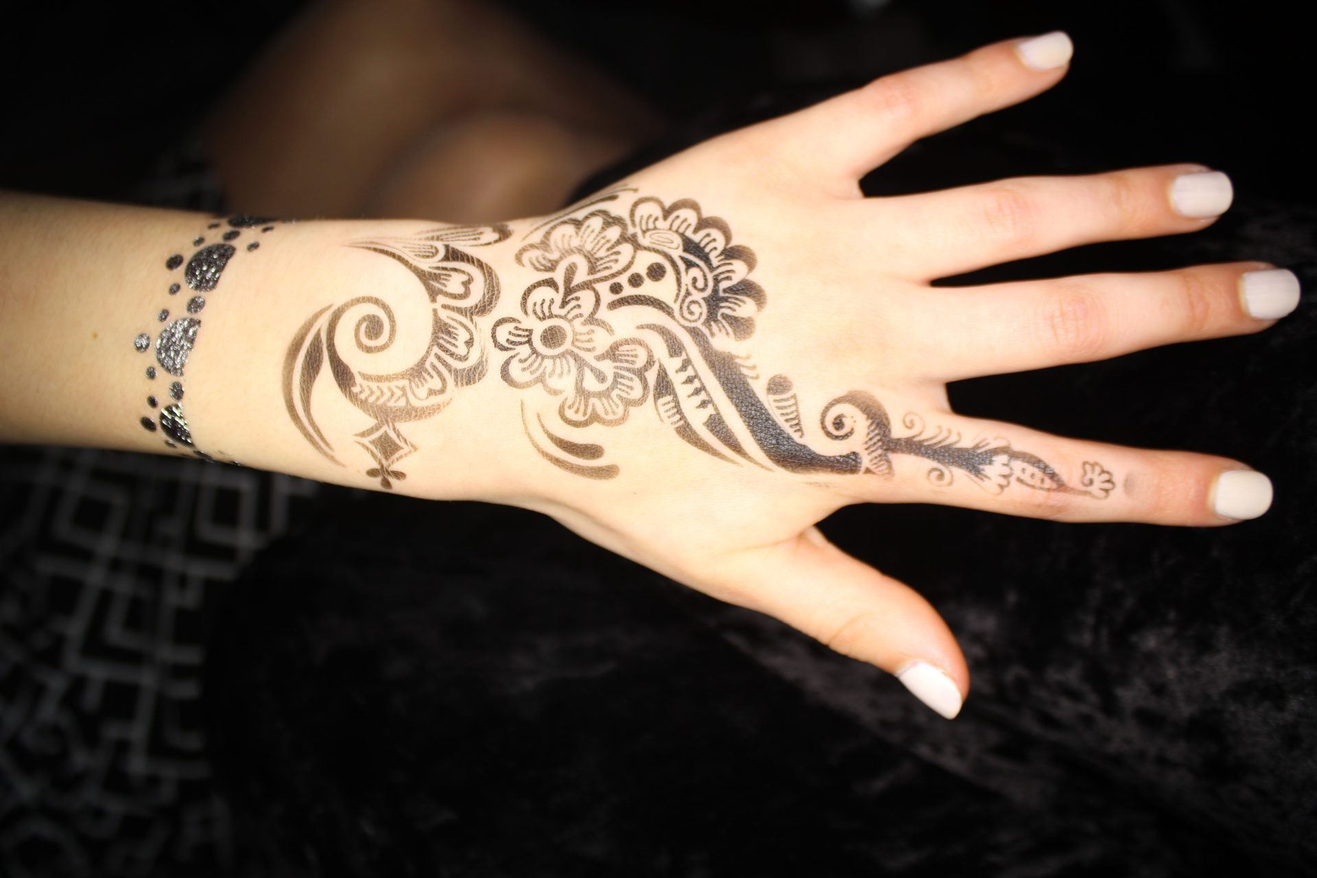 Airbrush Henna tattooist