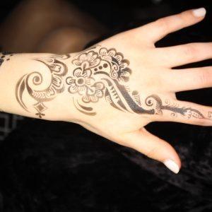 Airbrush Henna tattooist