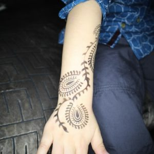 Henna airbrush tattooing