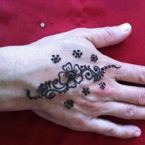 learn henna tattoos